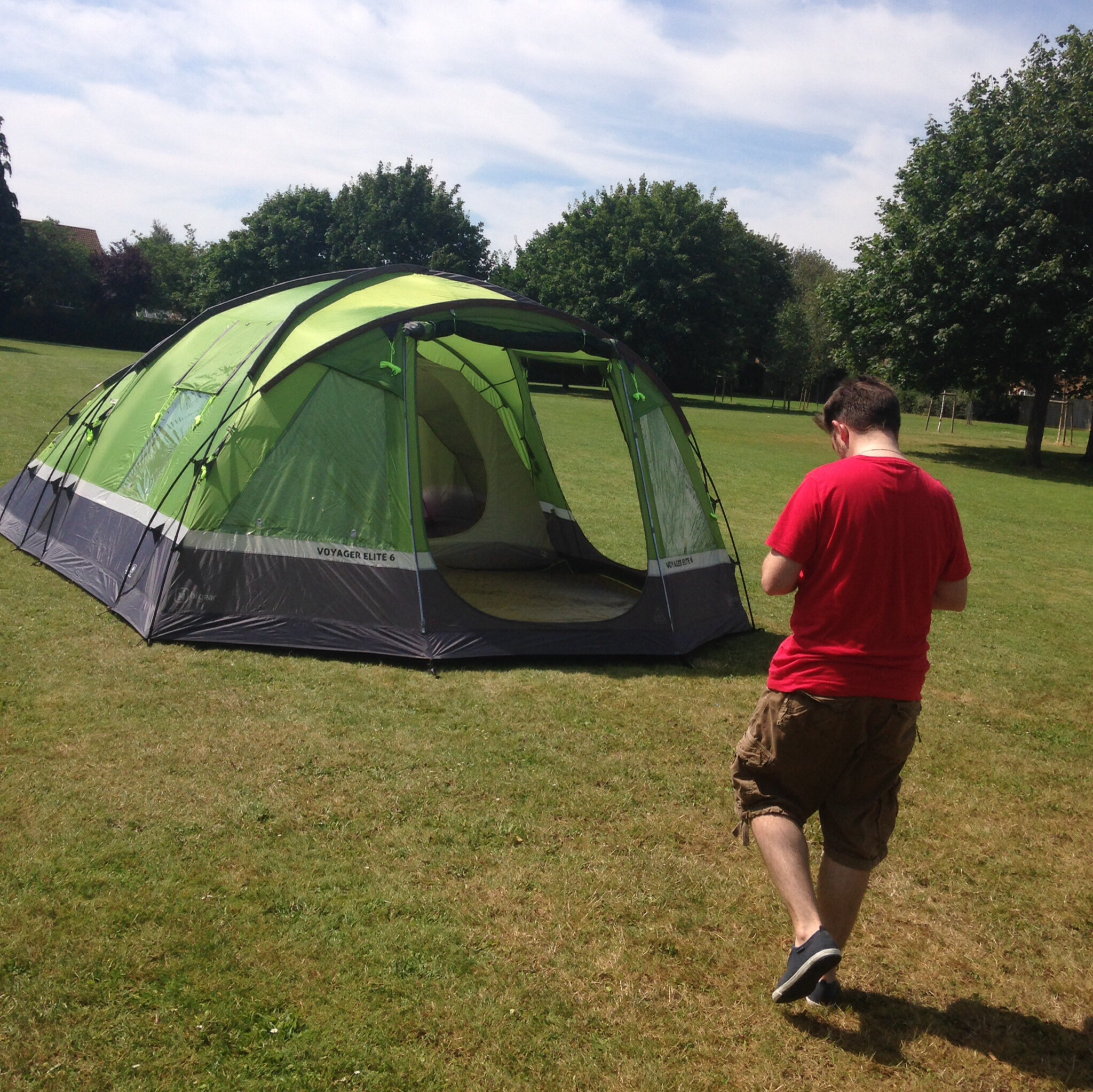 It takes him 40 minutes to put it up for the first time That includes putting all the little compartments up and the add ons. He does the majority of it ... & Hi Gear Voyager Elite 6 Tent Review | Dear Mummy Blog