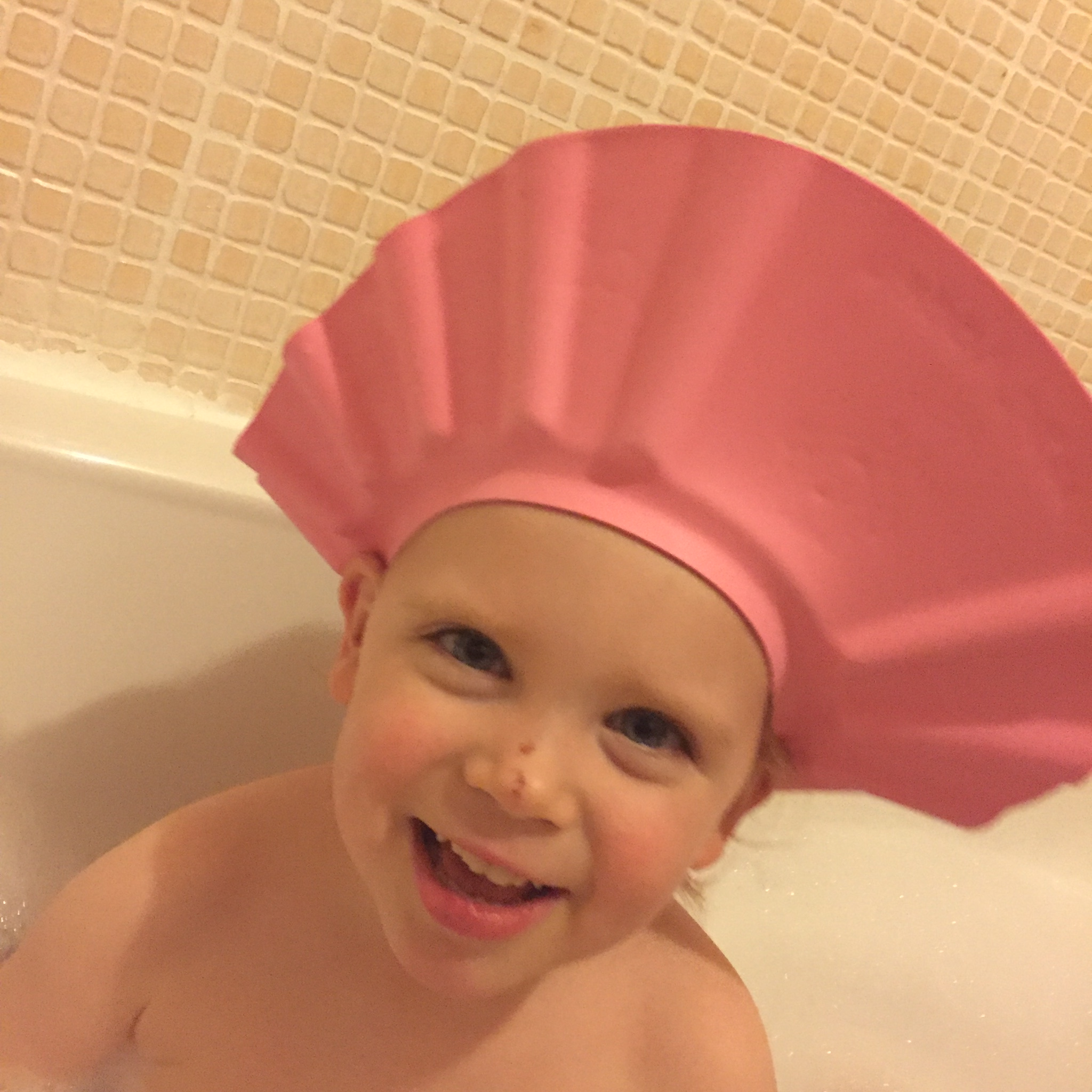 No more tears with the Akord Bath Hat