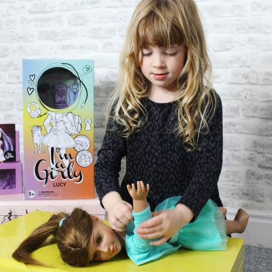 I'M A GIRLY FASHION DOLL REVIEW
